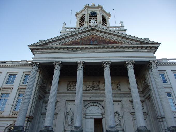 ロワイヤル広場と聖ヤコブ教会