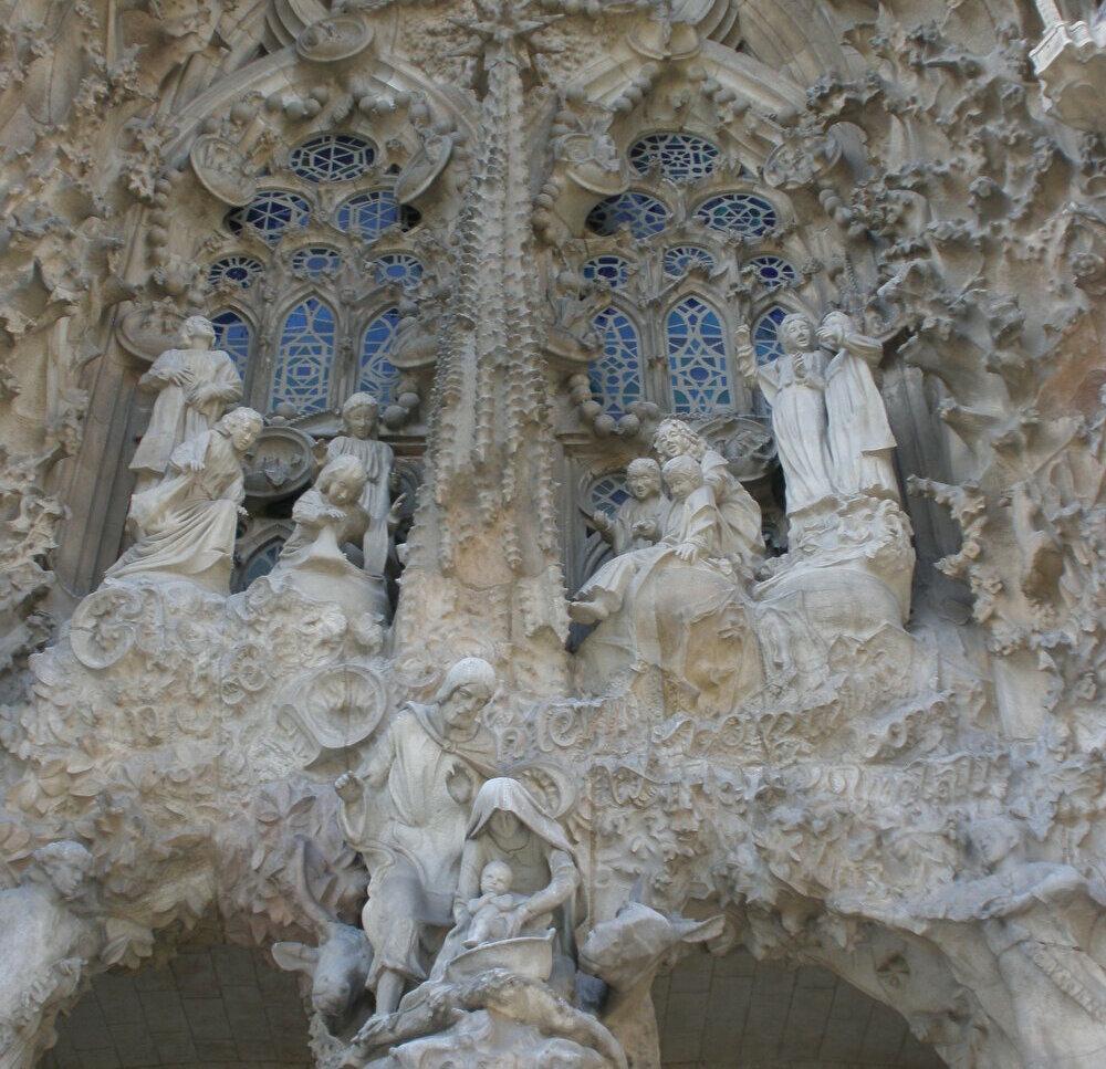 見惚れるばかりのファサード「生誕の門」