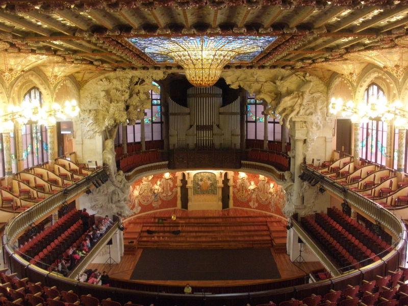 どこを撮ってもフォトジェニック!バルセロナ「カタルーニャ音楽堂」