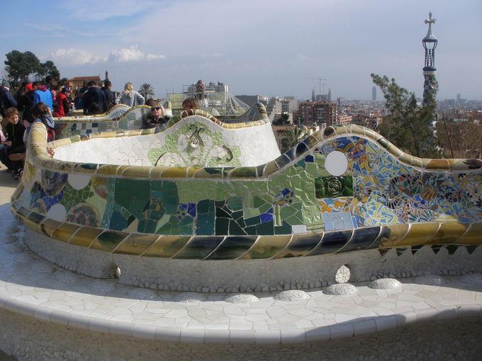 バルセロナ市街を見下ろす「グエル公園」