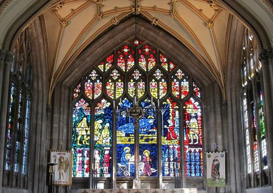 美しく魅力あふれる「聖メアリー・レッドクリフ教会」
