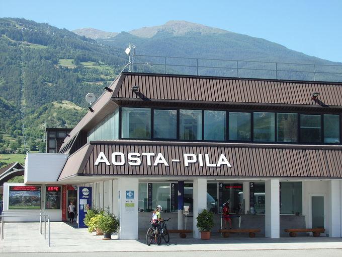 町外れの乗り場からゴンドラ&リフトで「ピーラ山」山上へ