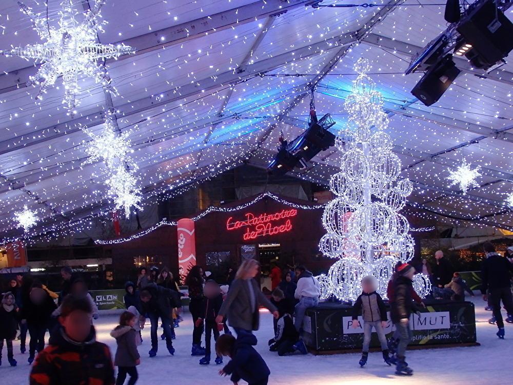 聖ポール大聖堂前広場のクリスマスマーケット