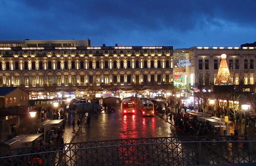 町の中心地は「サン・ランベール広場」
