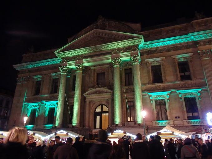 証券取引所前のクリスマスマーケット