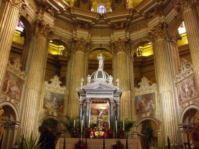 ランドマークとなるカテドラル「エンカルナシオン大聖堂」