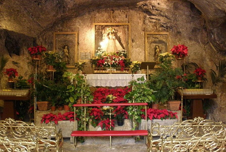 洞窟教会「ラ・ペーニャ聖母礼拝堂」