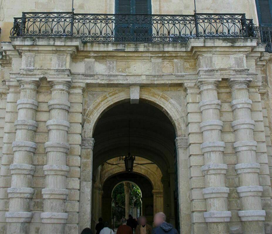 パレス広場に面した騎士団長の宮殿