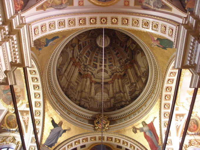 見事なバロック装飾の大聖堂