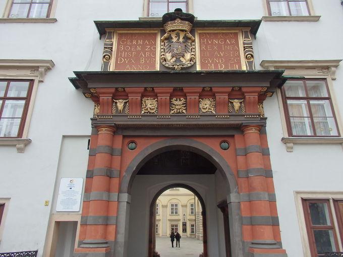 王宮最古の部分に入るスイス宮と王室礼拝堂