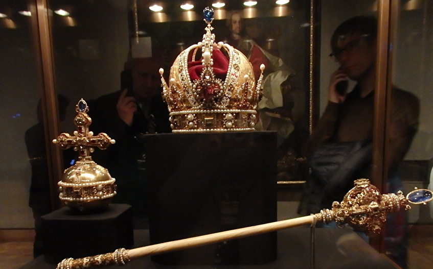 財宝がズラリ!「王宮宝物館」