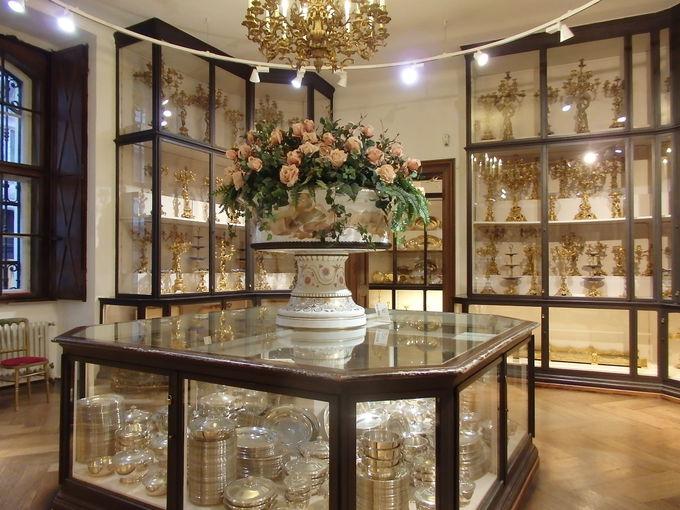 華麗な宮廷生活の舞台である旧王宮見学は「シルバーコレクション」から