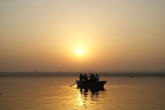 朝日と共に眺める、ため息が出るくらい美しいガンジス川