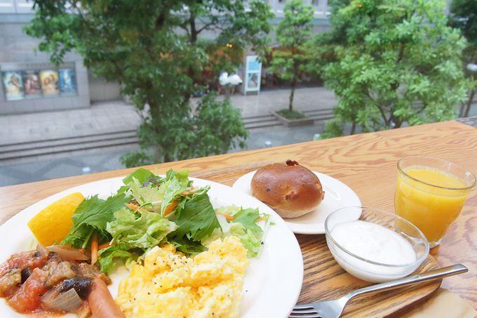併設の「Café&Meal MUJI」で、劇場を眺めながら優雅な朝ごはん