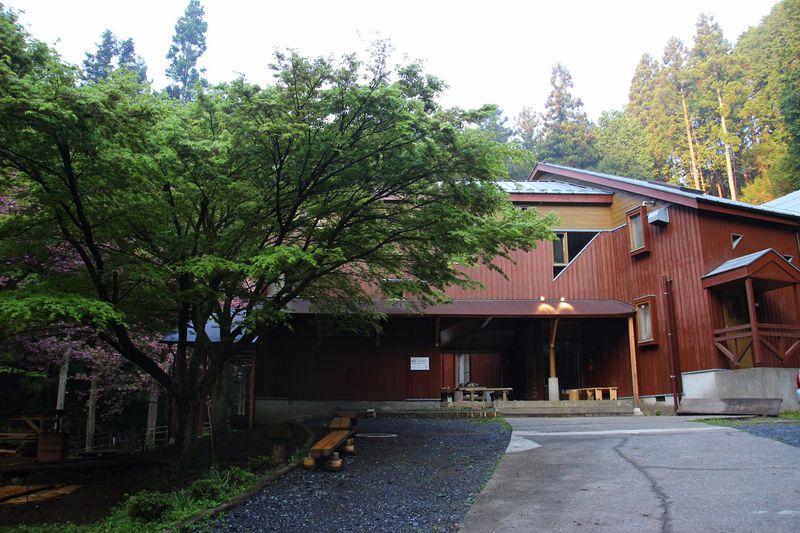 リーズナブルに宿泊できる!高尾山「高尾グリーンセンター」で林業体験。