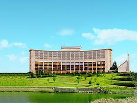 大阪・神戸からも便利!カーブ描く美しい外観の「三田ホテル」は充実グルメのホテル