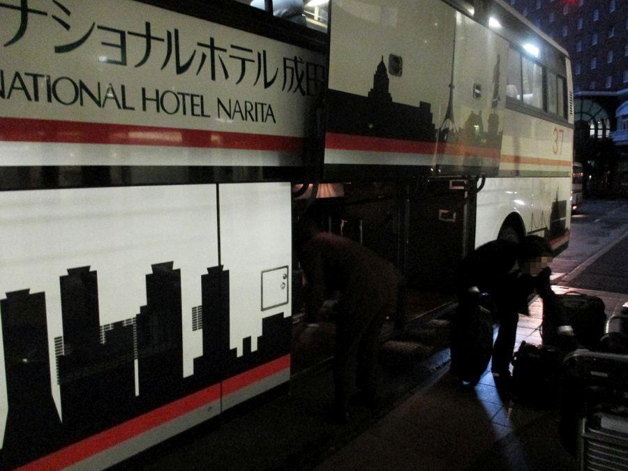 無料バスで空港へ、成田市街へ