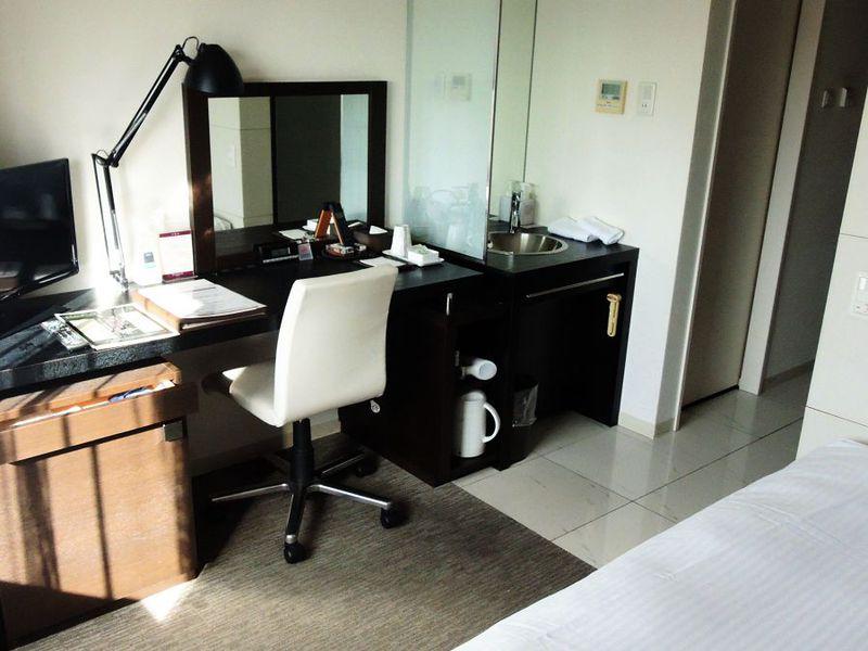 シックなデザインの客室