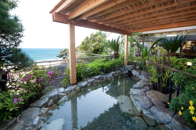湯量豊富な今井浜温泉
