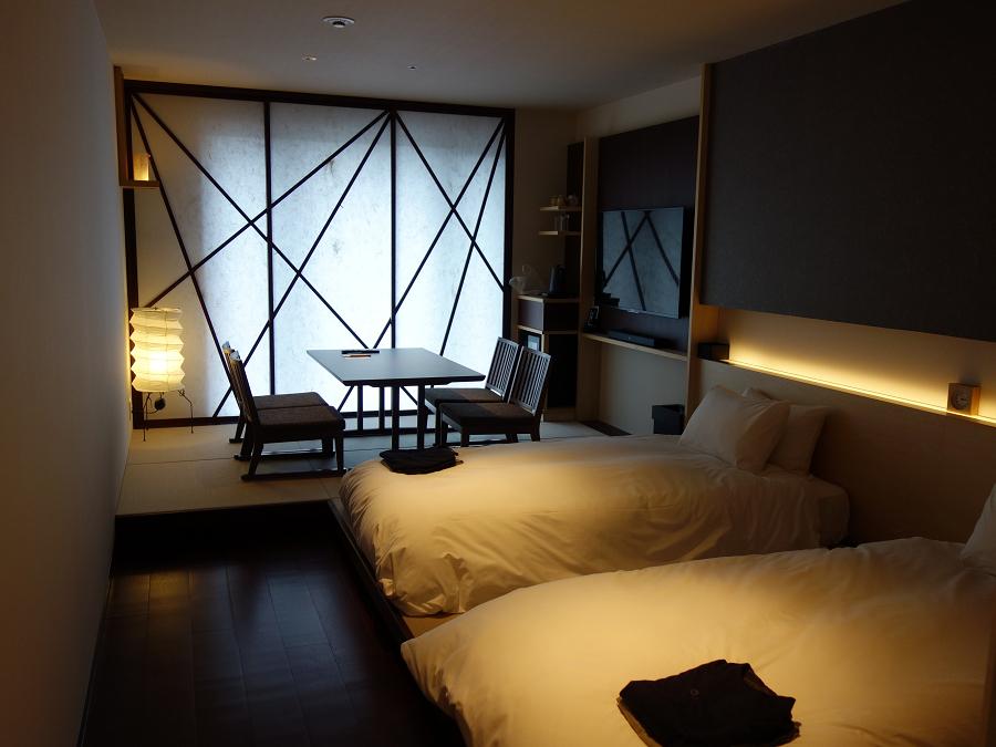 華やかでありながらシンプルな客室