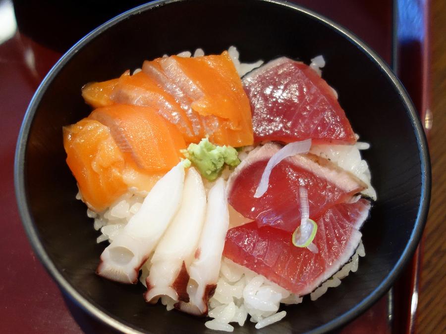 ぜひ海鮮丼を食べたい朝食