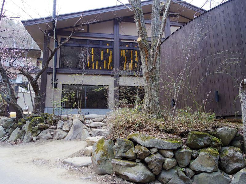 大自然の中に佇む松本「扉温泉 明神館」で地の食材に舌鼓