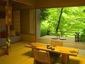 箱根湯本に佇む「星野リゾート 界 箱根」で伝統の「寄木細工」に触れる