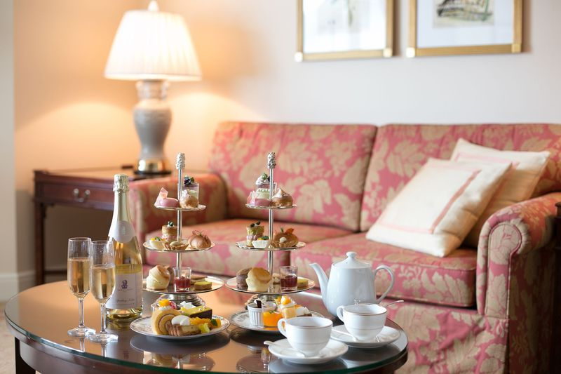貴族の邸宅のような客室で「ザ・リッツ・カールトン大阪」のアフタヌーンティーに舌鼓