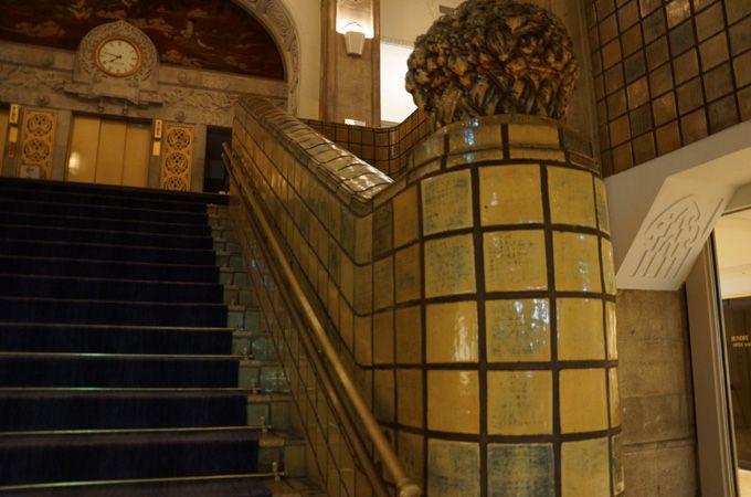 開業時の雰囲気を漂わせる、階段、エレベーターも必見
