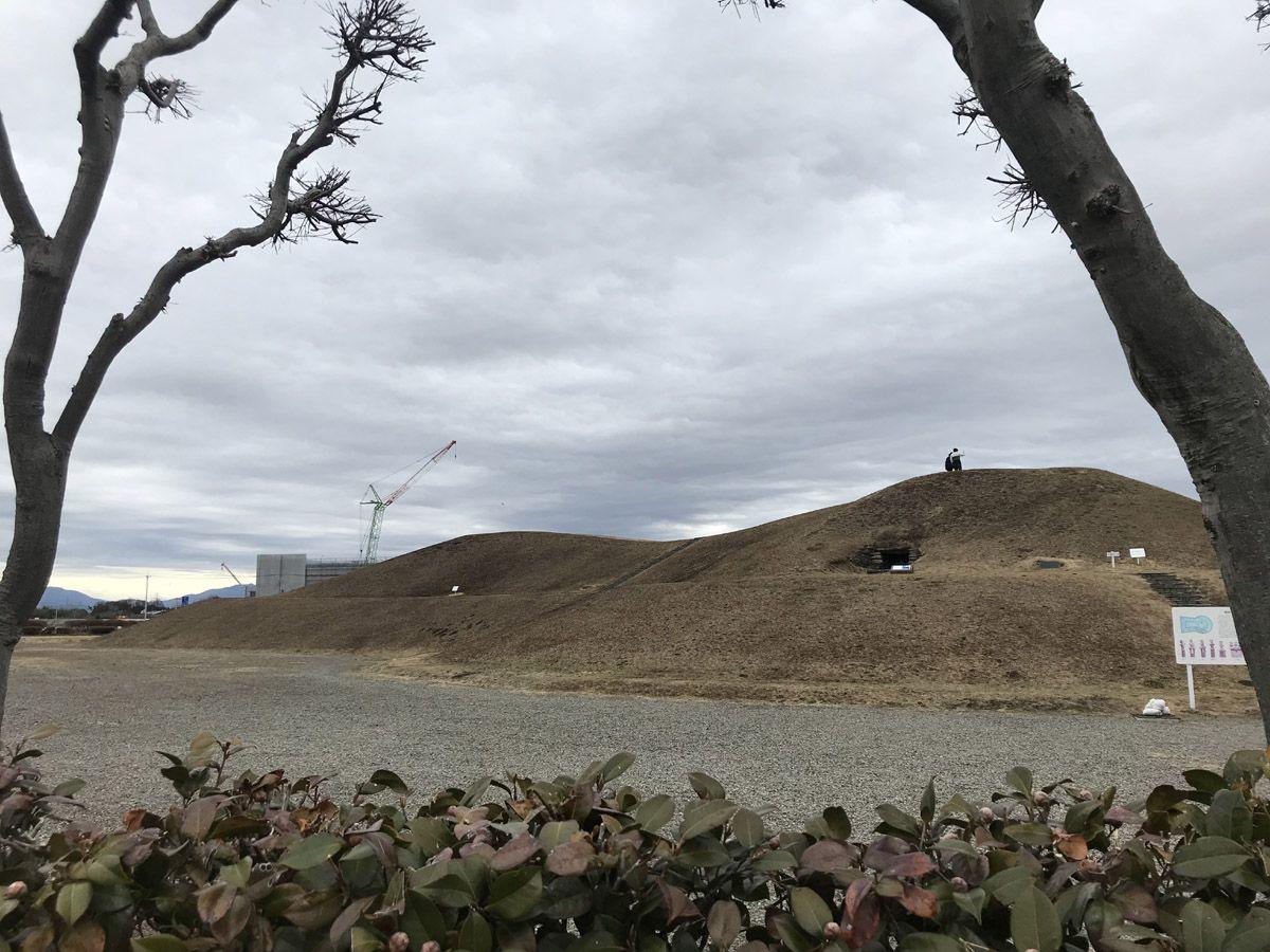 大きな石室がのぞける史跡公園「綿貫観音山古墳」
