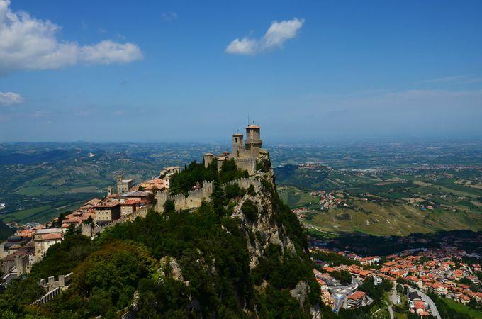 絶景ポイントここにあり!!世界で5番目に小さいサンマリノはチェスタの塔から眺めるべし