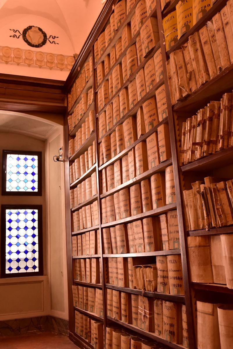 穴場スポット「国立古文書館」でレアな展示物を楽しもう!