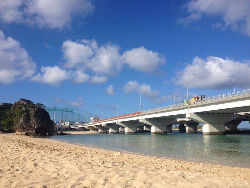 散歩に最適!那覇「波の上ビーチ」は歩いて行けちゃう都市型ビーチ