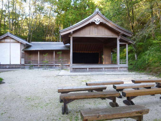 日本の伝統である能舞台やお茶室も完備