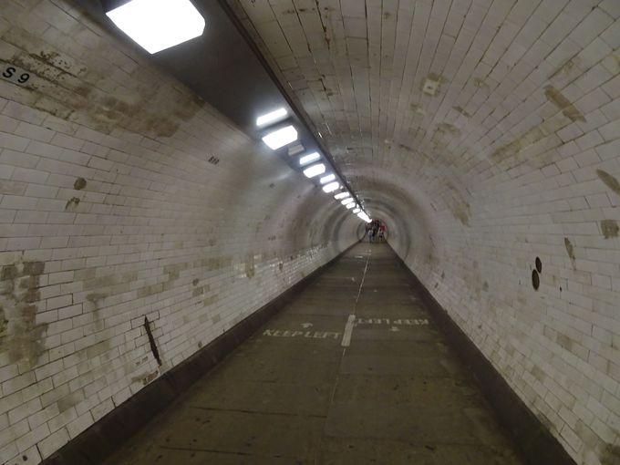テムズ川の下を横断できる「グリニッジ フット トンネル」