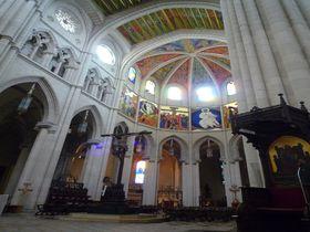 ポップな欧州近代建築を堪能!マドリード「アルムデナ大聖堂」