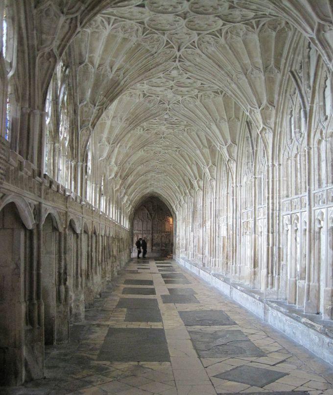 必見!!映画でも使用された回廊部分と扇形天井