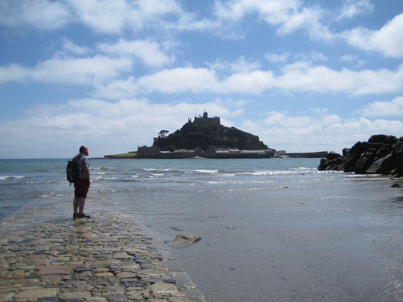 英国のモンサンミッシェル「セント・マイケルズ・マウント」は、徒歩で海を渡れる穴場的名所