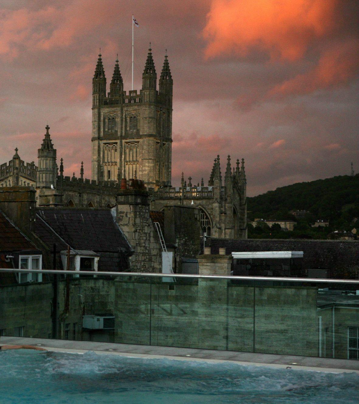 世界文化遺産の眺めと夕焼けが織り成す「特別な入浴タイム」
