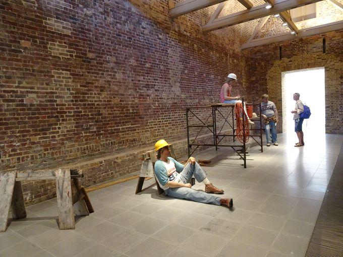 旧火薬庫が作り出す「無機質な展示スペース」