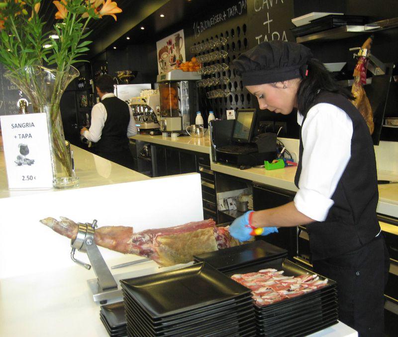 食事もお酒もOK!グラナダにあるコスパ最高のデリカテッセン「マリスカール」