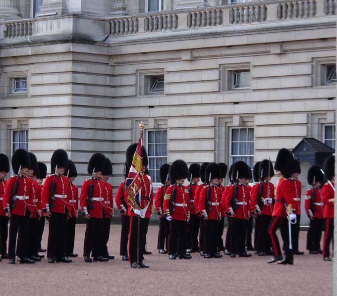 おすすめポイントその1:交代式のセレモニーが見える宮殿正面