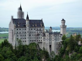 ノイシュヴァンシュタイン城一望の浮ける温泉とすっぽんぽん天国