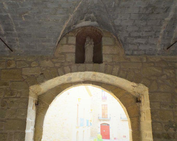 石造りの「中世の村」が今も現役!