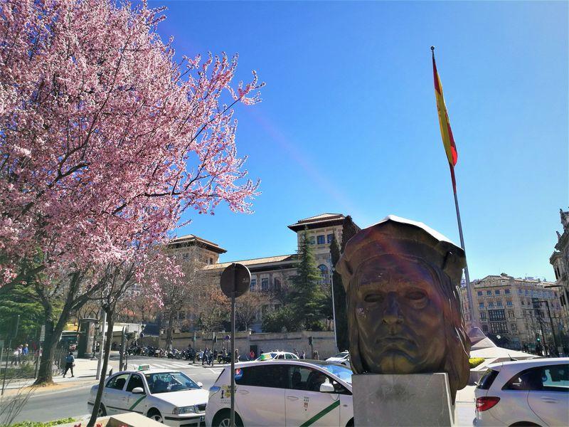 スペインで有名人と記念撮影?「グラナダ」ガイドブックに載らない話題の撮影スポット