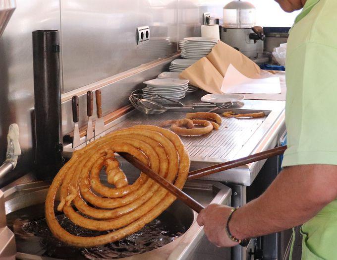 グラナダで評判の「チュロス」を食べよう
