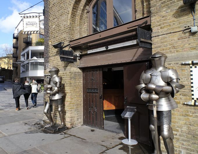 ちょっと変わったレストランでヘンリー8世の客人になる?