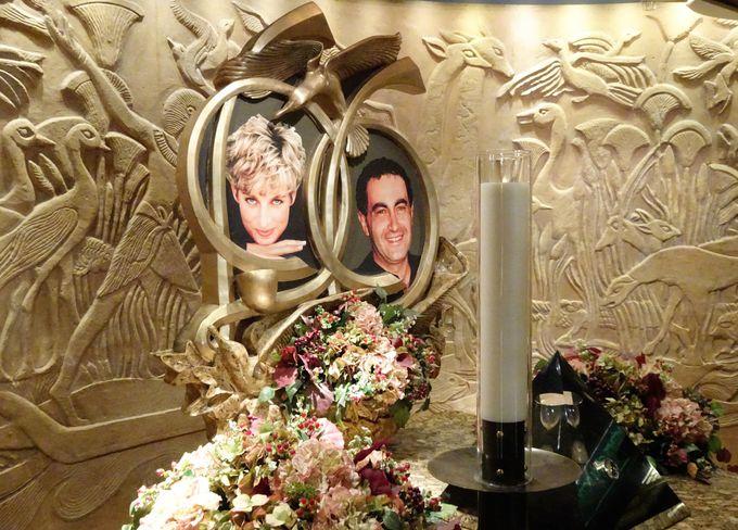 ハロッズ内にある「ダイアナ記念碑」