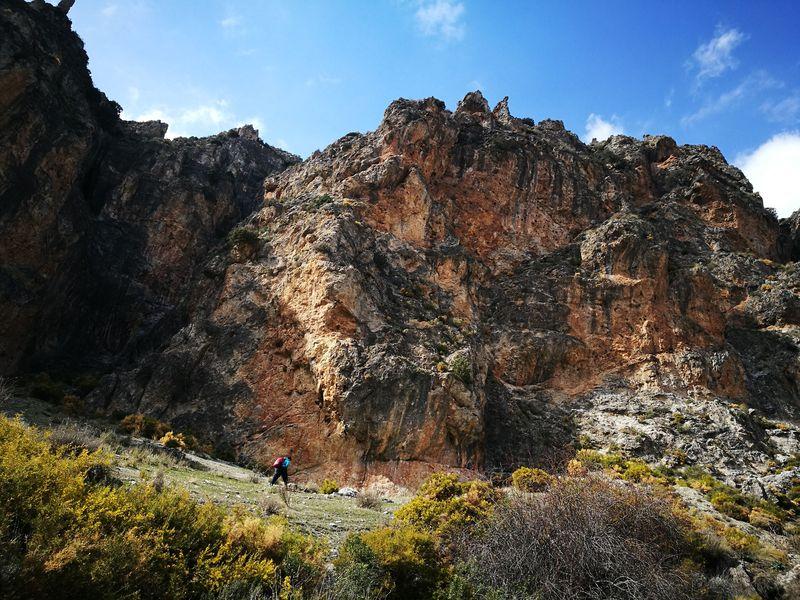 グラナダ「シエラ ネバダ国立公園」で迫力満点ハイキング!