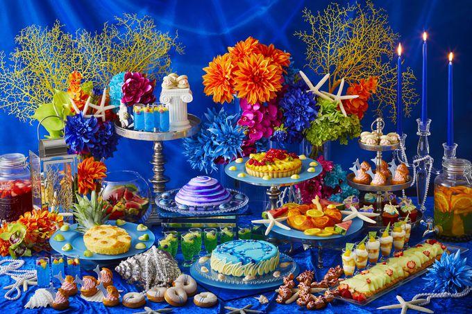 涼やかな紺碧の世界のにいざなうスイーツブッフェ